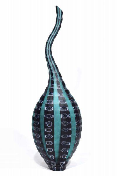 vaso battuto con murrine in vetro di murano