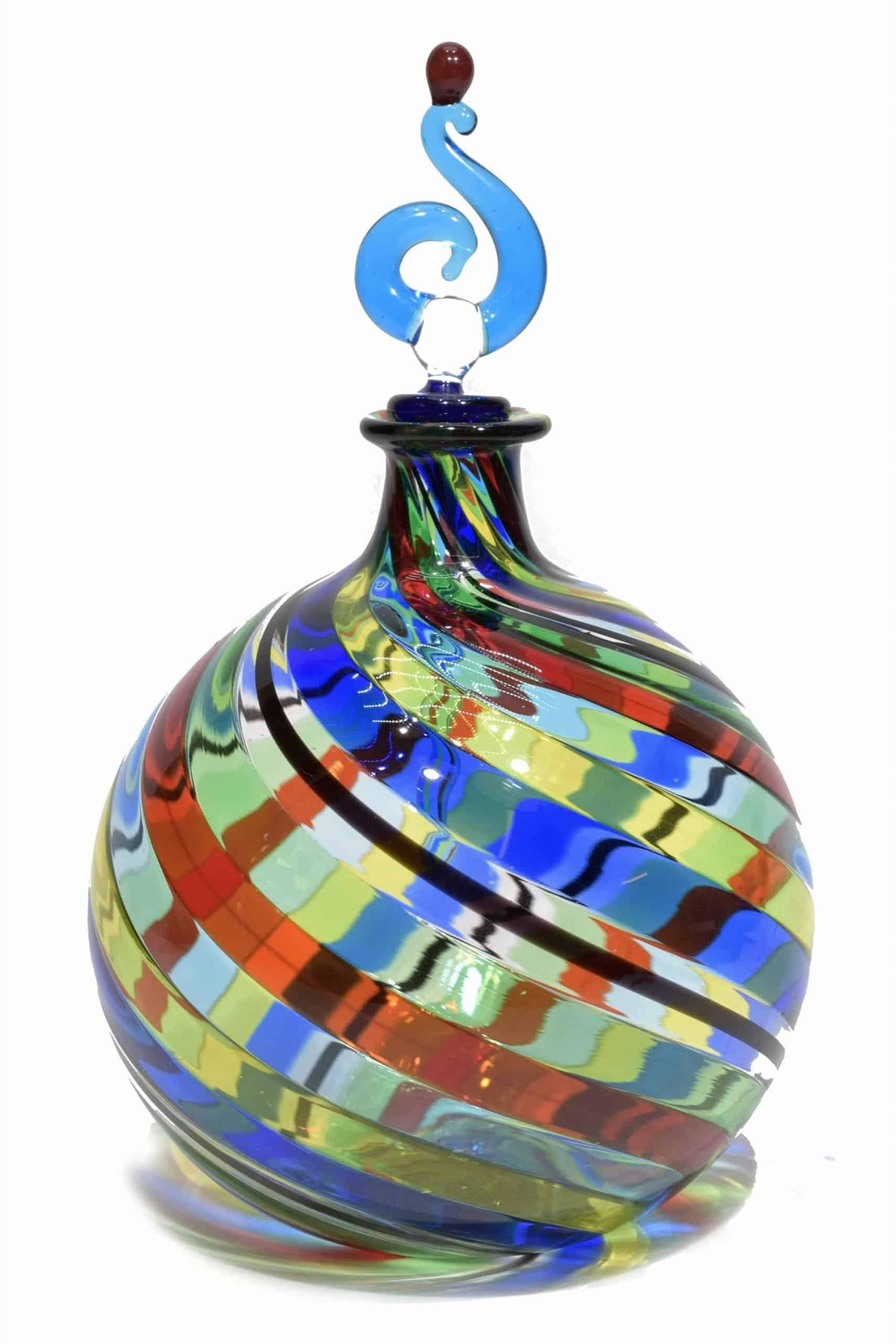 bottiglia in vetro soffiato con filigrana realizzata a Murano