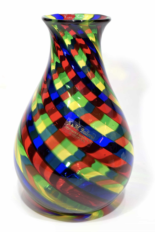 vaso con filigrana multicolore in vetro di murano