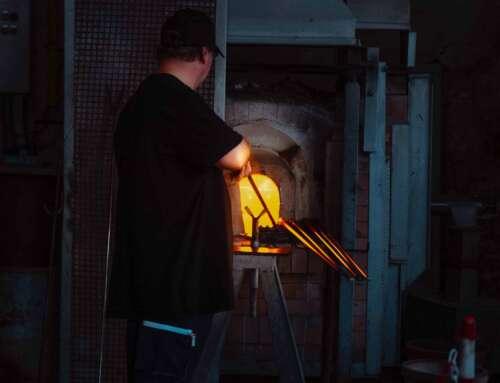 Maestri vetrai di Murano: chi sono e in cosa sono diversi dai semplici artigiani